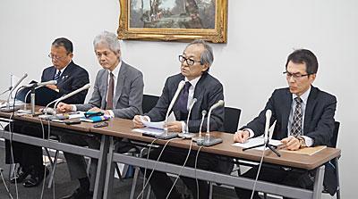 (左から)清澤専務理事、佐藤会長代行、 北原会長、佐藤専務理事