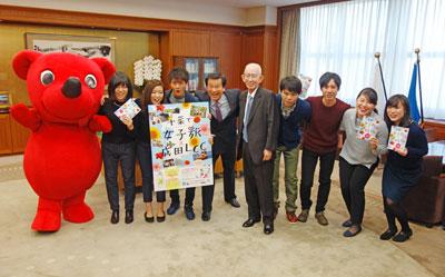 森田知事(中央左)と石井会長(中央右)と学生メンバー