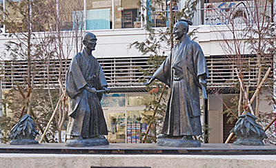 細井平洲先生と上杉鷹山公対面の像(東海市)
