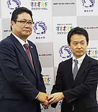 小山佳延社長(右)と、瀧靖之教授