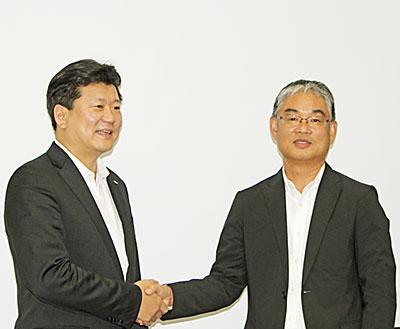 HISの平林朗社長(左)と、ミキグループの檀原徹典グループCEO