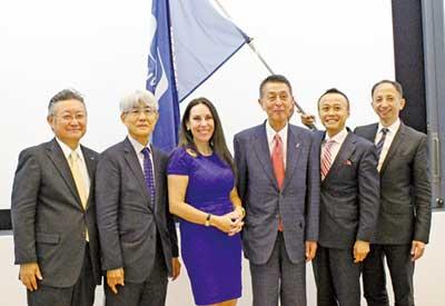 (左から)小川氏、久保氏、フェルドモ氏、篠田氏、浅田氏、飯盛氏