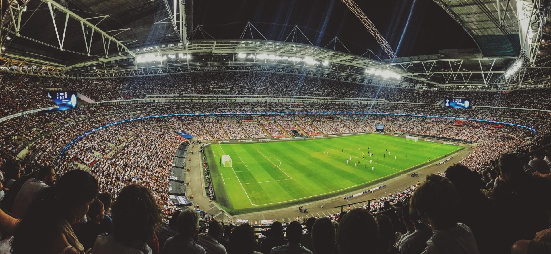 ブッキング・ドットコム、UEFA(...